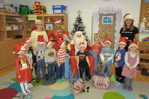 Mały Mikołaj z wizytą w Integracyjnym Przedszkolu Publicznym nr 4 w Bartoszycach