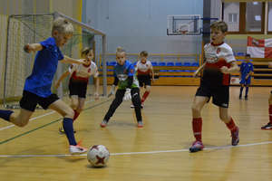 AP Ostróda wygrała halowy turniej piłkarski 10-latków [zdjęcia]