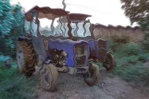 Pijany traktorzysta jechał środkiem drogi