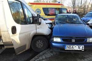 Kierowca seata wymusił pierwszeństwo i trafił do szpitala [ZDJĘCIA]