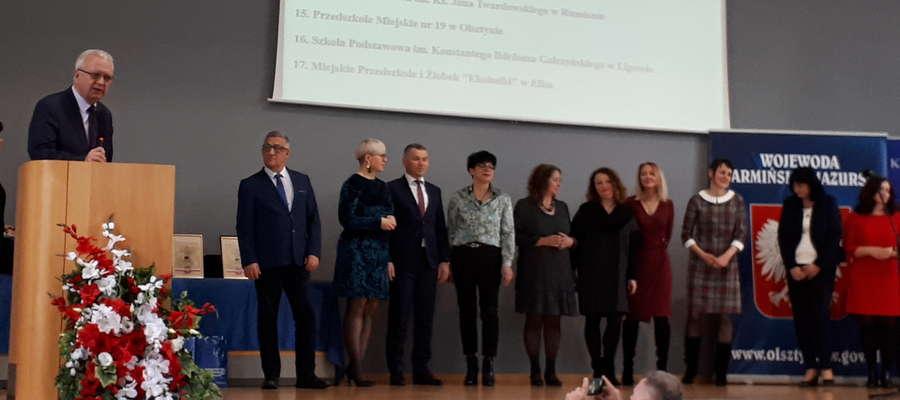 Nauczyciel Andrzej Domżalski na uroczystości wręczenia certyfikatu w Olsztynie