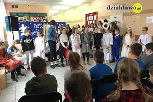 """Betlejem jest w Nas"""" przedstawienie bożonarodzeniowe w Szkole Podstawowej nr 3 w Działdowie"""