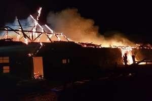 Nocny pożar w Pilcu. Budynek spłonął całkowicie