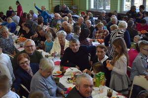 Wnuki podziękowały kochanym babciom i dziadkom w Marzęcicach