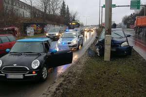 Uwaga kierowcy! Utrudnienia na ul. Synów Pułku w Olsztynie, gdzie doszło do zderzenia