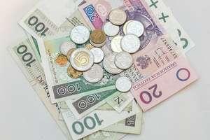 Pieniądze znalezione na chodniku