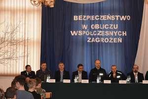 """Konferencja """"Bezpieczeństwo w obliczu współczesnych zagrożeń"""""""