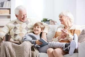 Prezent na Dzień Babci i Dziadka – przewodnik po najciekawszych prezentach dla dziadków