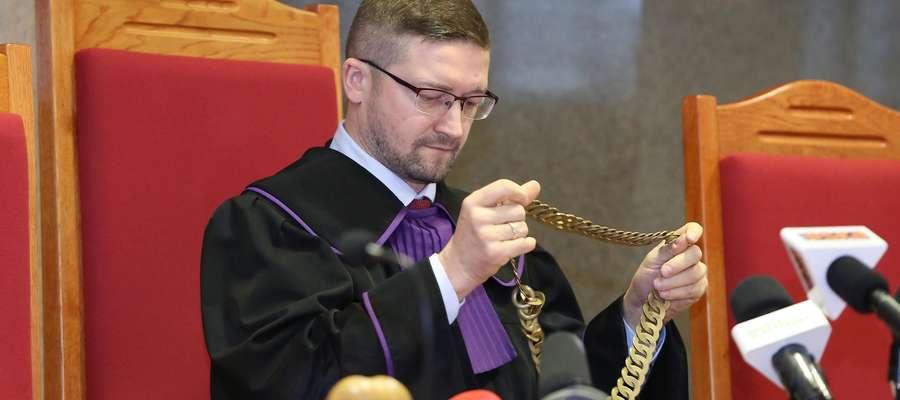 Sędzia od roku nie ma prawa założyć łańcucha sędziowskiego.