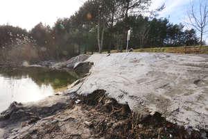 Plaża nad jeziorem Żbik zalana betonem [ZDJĘCIA] [AKTUALIZACJA]