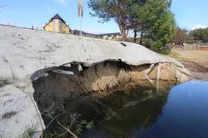 Betonowa konstrukcja nad jeziorem Tyrsko niezgodna z prawem?