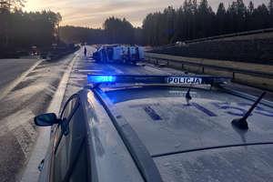 Wypadek i seria kolizji na DK16 pod Olsztynem. Droga jest całkowicie zablokowana!