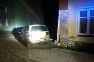 Pijana 17-latka wjechała autem w budynek