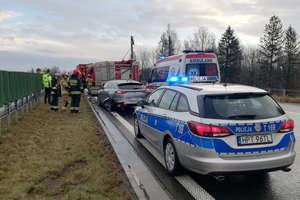 Zderzenie na obwodnicy Olsztyna. Dwie osoby trafiły do szpitala