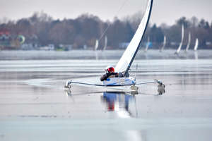 Rywale na lodzie! Dwa złota mistrzostw Polski w żaglach Mikołajek