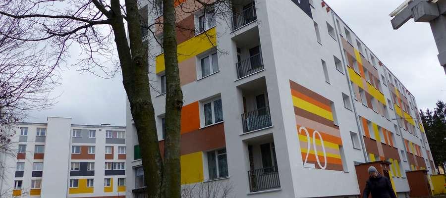 Należące do Spółdzielni Mieszkaniowej Budowlani w Bartoszycach bloki przy ul. Poniatowskiego