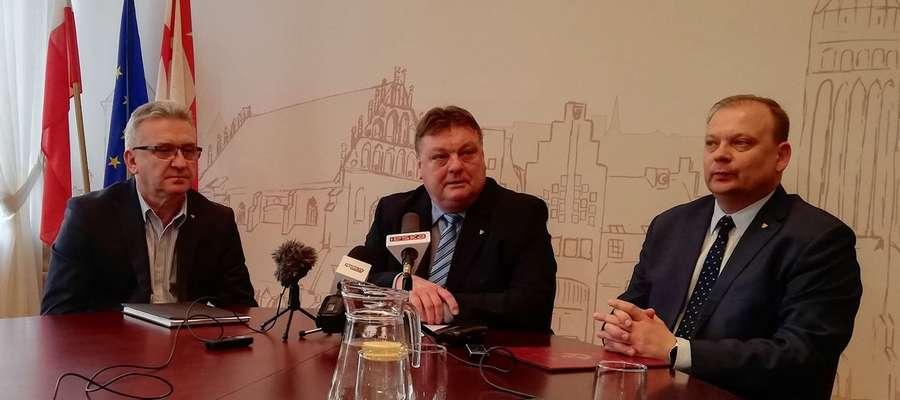 Od lewej: wiceprezydent Janusz Nowak, prezydent Witold Wróblewski i nowy wiceprezydent – Michał Missan.