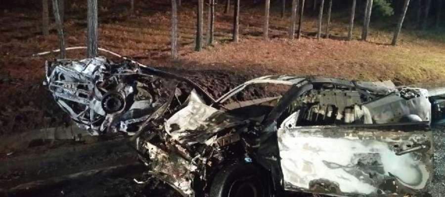 Samochody doszczętnie spłonęły