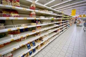Wirus czyści półki w sklepach [ZDJĘCIA]