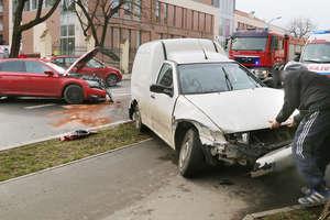 Czołowe zderzenie dwóch samochodów w Olsztynie [ZDJĘCIA]