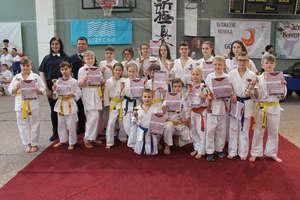 Karatecy bartoszyckiego klubu przywieźli z Giżycka worek pełen medali