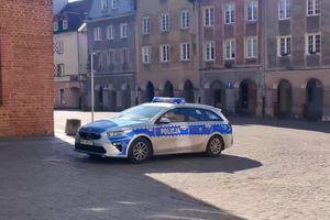 Policyjne radiowozy i komunikaty głosowe na ulicach Olsztyna [VIDEO]