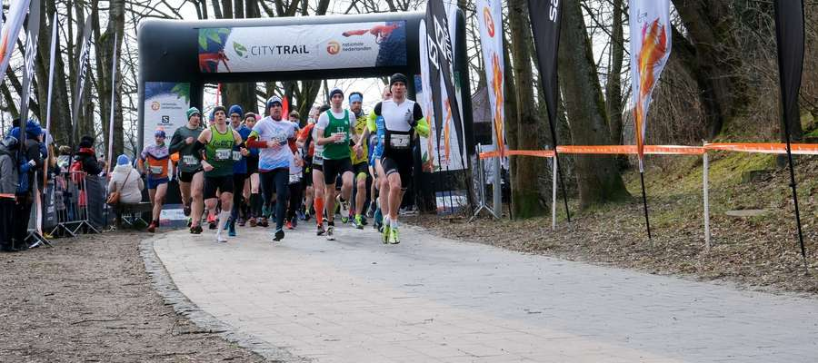 Mimo wietrznej aury, nie zabrakło chętnych do pokonania trasy piąego biegu City Trail 2020