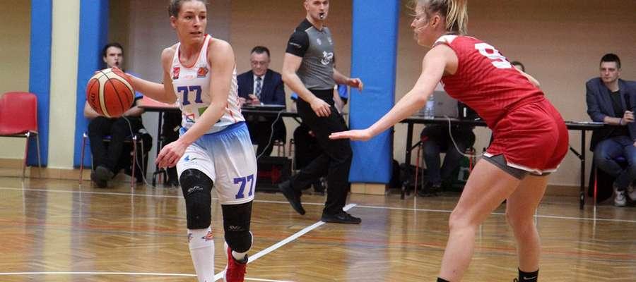 Z piłką Jolanta Wichłacz