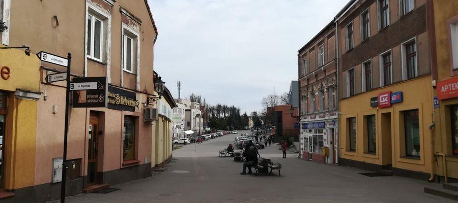 Bartoszyce, ulica Kętrzyńska, poniedziałkowe popołudnie (g. 13)