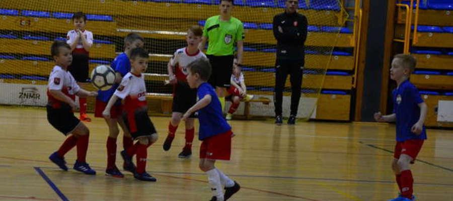 O puchar starosty ostródzkiego w hali OCSiR walczyło dziewięć drużyn