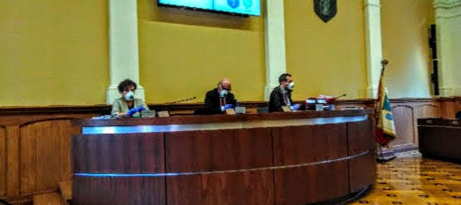 Maseczki, rękawiczki, koronawirus. Tak wyglądała XIX sesja Rady Miasta w Olsztynie