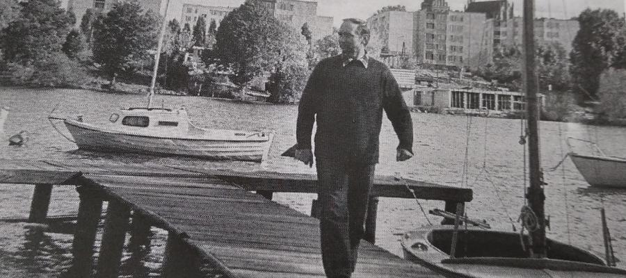 Marian Skubij, kierownik MOS w Iławie od 1973 r., na pomoście przystani