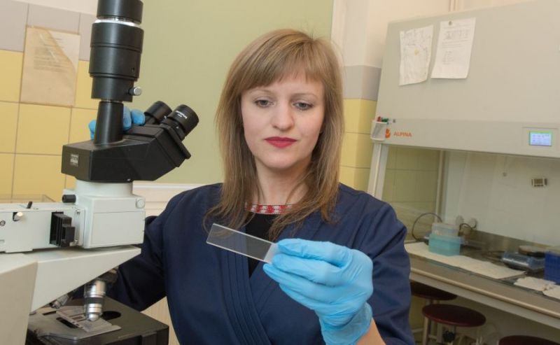 Dr Marta Kieżun, która 2 lata temu na swe badania otrzymała stypendium ministra nauki.