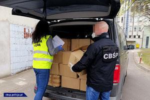 CBŚP wspiera walkę z koronawirusem. Policjanci przekazali alkohol do produkcji środków dezynfekujących i.... prześcieradła