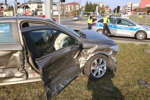 Zderzenie dwóch samochodów na olsztyńskich Jarotach. Sprawca kolizji pod wpływem alkoholu [ZDJĘCIA, VIDEO]
