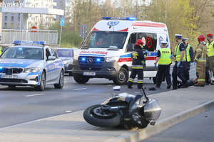 Motocyklista potrącił policjanta. Wypadek na ul. Warszawskiej w Olsztynie [ZDJĘCIA]