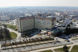 Pracownicy szpitala wojewódzkiego szczepią się przeciwko COVID-19