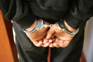 Kradł, nie płacił alimentów i ukrywał się w Szwecji. Policjanci z Olsztynka zatrzymali poszukiwanego 37-latka