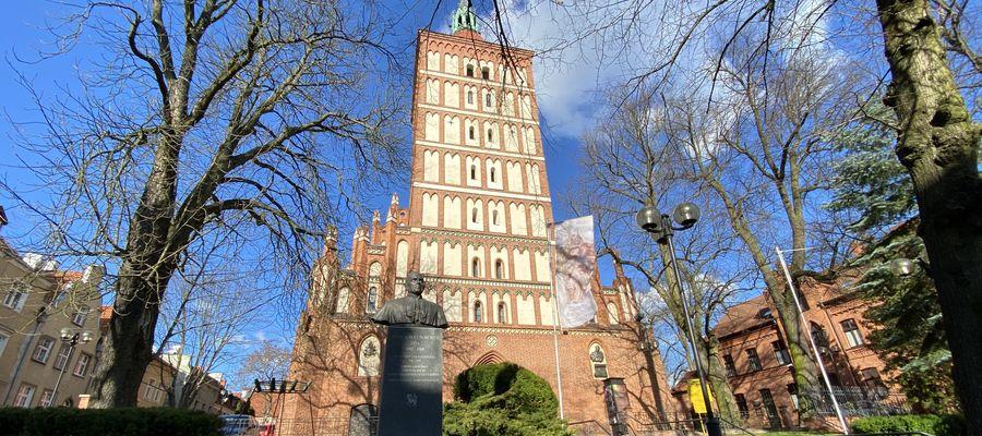 Parafia św. Jakuba otrzymała 100 tys. zł na remont dachów dwóch kaplic przyległych do wieży olsztyńskiej katedry