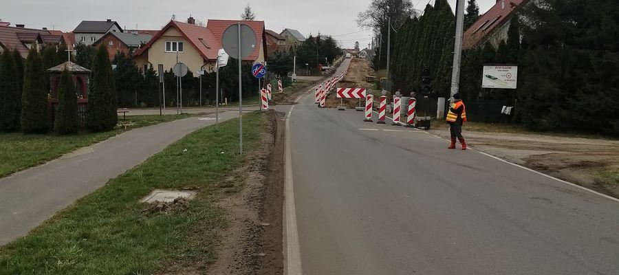 Remontowana droga w Mierkach w gminie Olsztynek