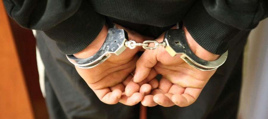 Jeden  z mężczyzn był poszukiwany do odbycia kary pozbawienia wolności za nieopłacone grzywny. Trafił do aresztu