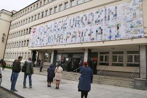 Około 1200 rysunków na cześć Jana Pawła II i zdjęcia z papieskiej pielgrzymki i wizyty w Olsztynie. Urząd wojewódzki otwiera wystawę [ZDJĘCIA]