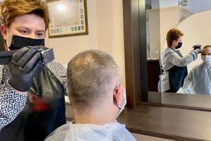 Salony fryzjerskie wróciły do pracy.