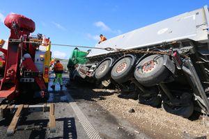Zderzenie dwóch ciężarówek na obwodnicy Olsztyna [ZDJĘCIA]