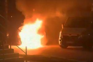 Nocny pożar samochodu dostawczego w Bartoszycach [VIDEO]