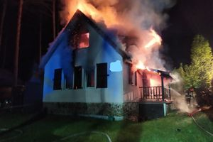 Groźny pożar w Wiartlu Małym. Spłonął domek letniskowy