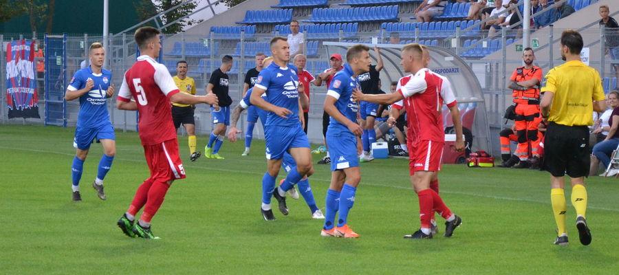 Piłkarze Sokoła przez kilkanaście kolejek byli liderami w grupie 1 i po decyzji WMZPN awansowali do II ligi