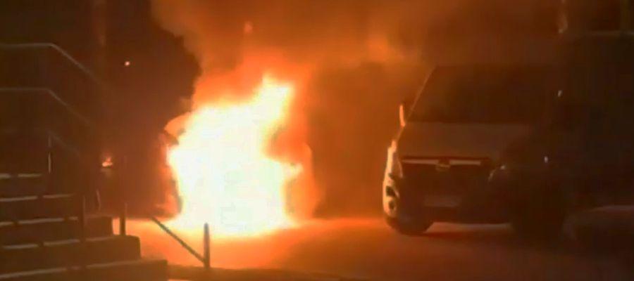 Tak płonął samochód dostawczy w Bartoszycach.