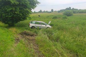 24-latka straciła panowanie nad autem, samochód dachował