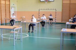 Dziś rozpoczęły się egzaminy uczniów klas ósmych [NOWE ZDJĘCIA]